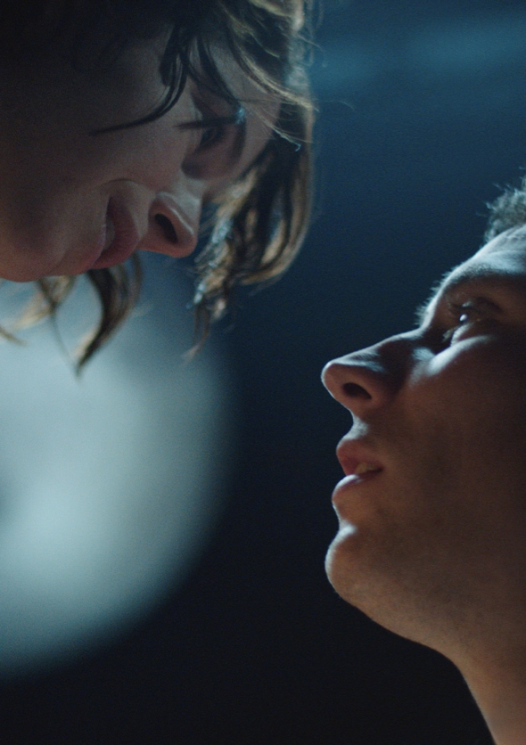 Romeo & Juliet image. A close up photograph of a Romeo (played by Josh O'Connor) and Juliet (played by Jessie Buckley.