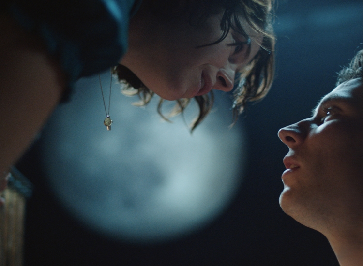 Romeo & Juliet image. A close up photograph of a Romeo (played by Josh O'Connor) and Juliet (played by Jessie Buckley)