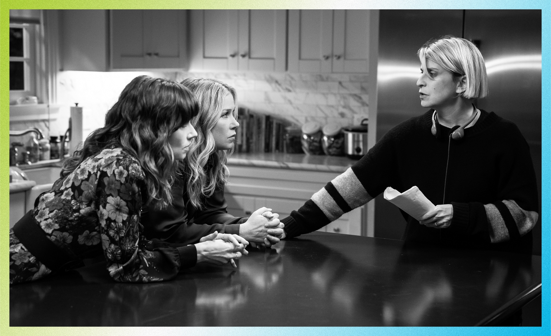 Behind the scenes of Dead to Me with Linda Cardellini, Christina Applegate, and Liz Feldman