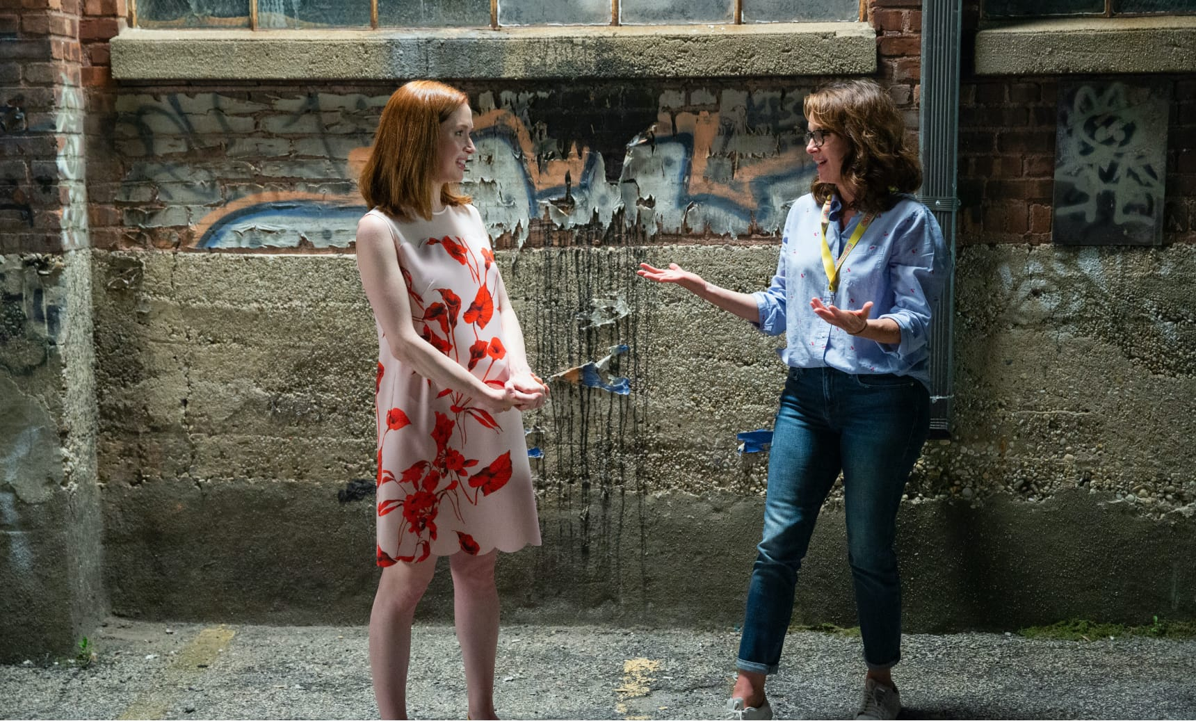 Ellie Kemper and Tina Fey on set