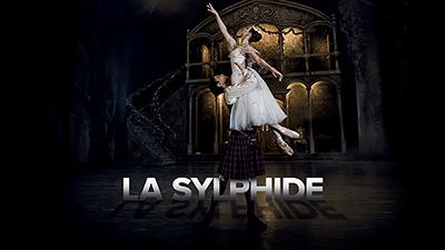 **LA SYLPHIDE**  Dans les forêts magiques d'Écosse, La Sylphide ensorcèle par sa beauté. Un chef-d'œuvre romantique chorégraphié entièrement sur pointes.