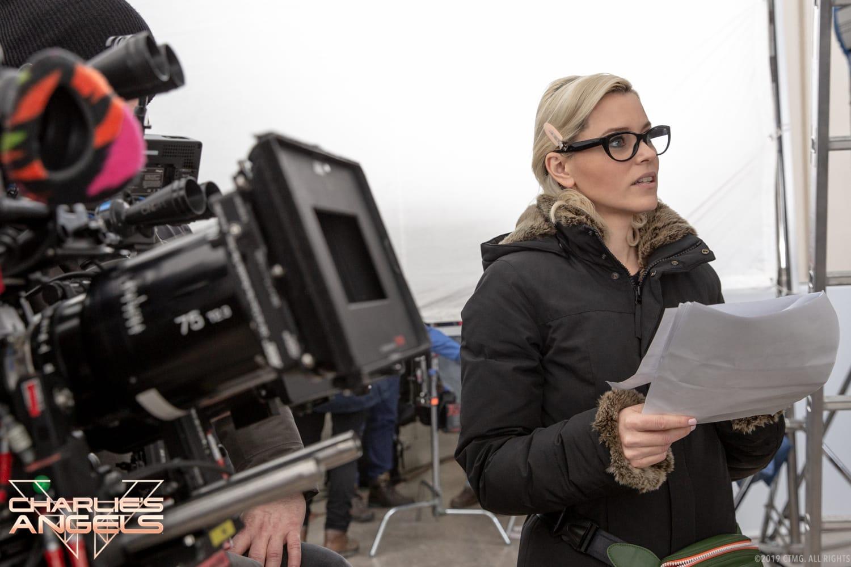 Elizabeth Banks behind the scenes in Charlie's Angels.